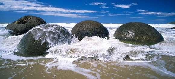 MOERAKI-NEW ZEALAND