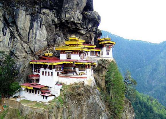 bhutan 10 Best Places to Live for Escaping World Conflict