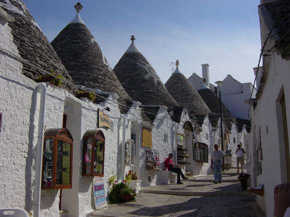 20 i trulli di alberobello alberobello italy 69 4 Beautiful Italy destinations